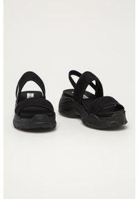 Czarne sandały Steve Madden gładkie, bez obcasa