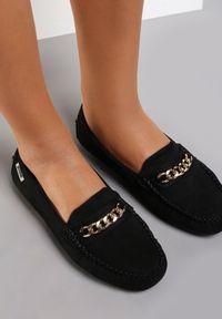 Renee - Czarne Mokasyny Aroaphise. Okazja: na co dzień. Nosek buta: okrągły. Zapięcie: bez zapięcia. Kolor: czarny. Materiał: skóra. Wzór: gładki. Obcas: na płaskiej podeszwie. Styl: casual