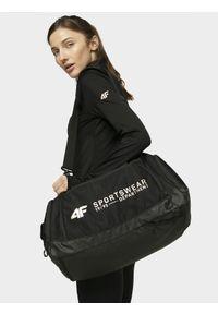 Czarna torba sportowa 4f