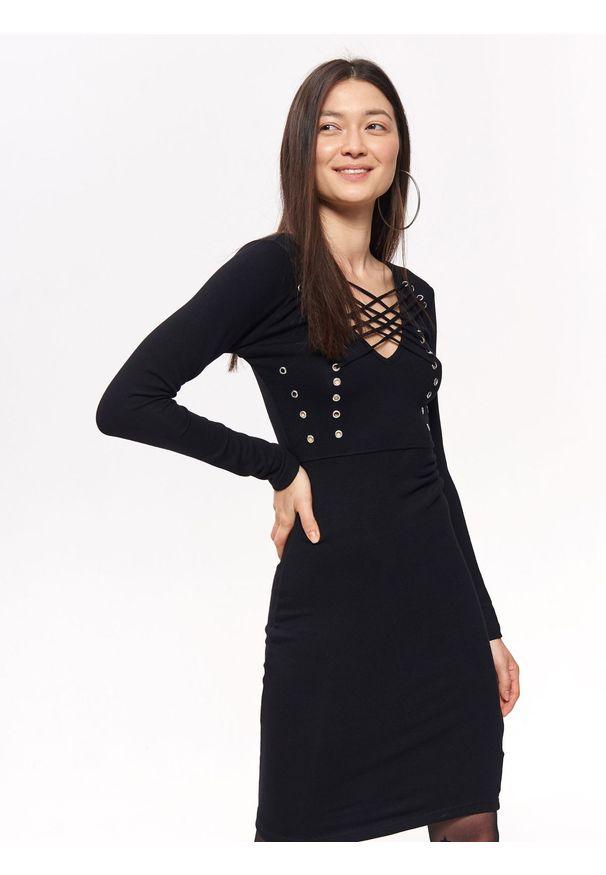Czarna sukienka TROLL z dekoltem w serek, elegancka, w kolorowe wzory