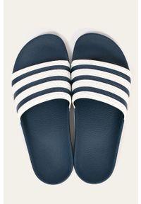 adidas Originals - Klapki. Kolor: niebieski