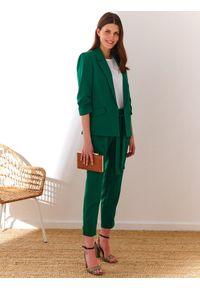 Zielone spodnie TOP SECRET eleganckie, w kolorowe wzory, z podwyższonym stanem
