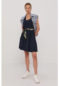 Vero Moda - Sukienka. Okazja: na co dzień. Kolor: niebieski. Materiał: dzianina, poliester. Długość rękawa: na ramiączkach. Wzór: gładki. Typ sukienki: proste. Styl: casual