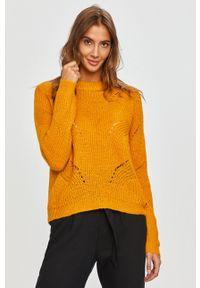 Jacqueline de Yong - Sweter. Kolor: żółty. Materiał: dzianina. Długość rękawa: długi rękaw. Długość: długie. Wzór: ze splotem