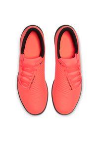 Buty piłkarskie turfy Nike Phantom Venom Club TF AO0579. Materiał: materiał, skóra, guma, syntetyk. Szerokość cholewki: normalna. Sezon: zima. Sport: piłka nożna