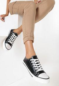 Born2be - Czarne Trampki z Ekoskóry Jazlyns. Wysokość cholewki: przed kostkę. Nosek buta: okrągły. Kolor: czarny. Materiał: kauczuk, materiał. Szerokość cholewki: normalna. Wzór: gładki, aplikacja. Styl: sportowy