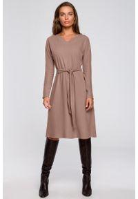 e-margeritka - Sukienka trapezowa midi z wiskozy cappuccino - 2xl/3xl. Okazja: na co dzień. Materiał: wiskoza. Typ sukienki: trapezowe. Styl: casual. Długość: midi