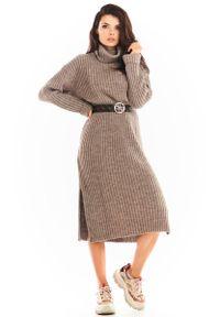 Beżowa sukienka Awama z golfem, w prążki