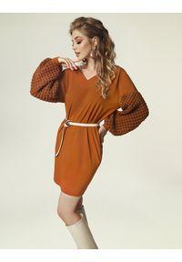 Madnezz - Sukienka Grace J. - karmel. Materiał: akryl, poliester, elastan, wiskoza, wełna. Typ sukienki: oversize