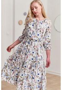 Marie Zélie - Sukienka Cecilia Aurantia kremowa. Kolor: kremowy. Materiał: materiał, poliester, wiskoza, tkanina, skóra, bawełna. Wzór: napisy, aplikacja