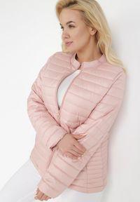 Różowa kurtka przejściowa Born2be