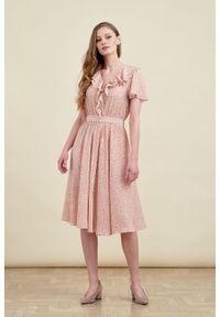 Marie Zélie - Sukienka Eulalia Vacanza pudroworóżowa. Materiał: wiskoza. Długość rękawa: krótki rękaw. Długość: midi