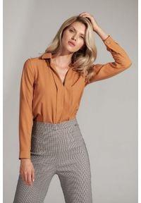 Figl - Koszulowa Bluzka z Pionowymi Plisami - Brązowa. Kolor: brązowy. Materiał: elastan, wiskoza, poliester