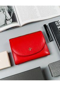 MILANO DESIGN - Portfel damski czerwony Milano Design SF1839-SAF RED. Kolor: czerwony. Materiał: skóra ekologiczna