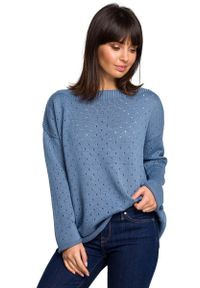 Niebieski sweter oversize MOE w ażurowe wzory