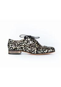 Złote półbuty Zapato z cholewką, wąskie, w kwiaty, klasyczne