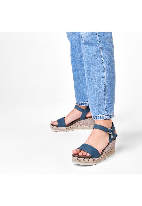Niebieskie sandały Xti z aplikacjami