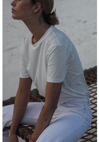 MUUV. - T-shirt Premium Basic. Okazja: na co dzień. Kolor: biały. Materiał: bawełna, dzianina. Wzór: gładki. Styl: casual