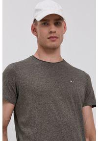 Tommy Jeans - T-shirt. Kolor: zielony. Materiał: dzianina. Wzór: aplikacja