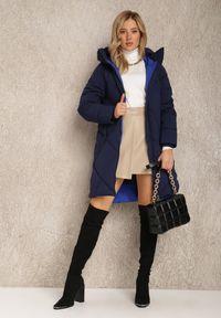 Renee - Granatowa Kurtka Antadina. Kolor: niebieski. Długość rękawa: długi rękaw. Długość: długie. Wzór: aplikacja. Styl: elegancki