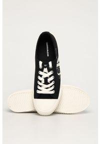 Czarne tenisówki Calvin Klein Jeans na sznurówki, z okrągłym noskiem, na średnim obcasie, z cholewką