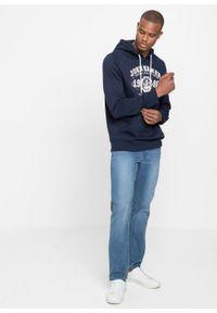 Bluza z kapturem bonprix ciemnoniebieski z nadrukiem. Typ kołnierza: kaptur. Kolor: niebieski. Wzór: nadruk