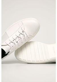 Białe sneakersy Calvin Klein z okrągłym noskiem, na sznurówki, z cholewką