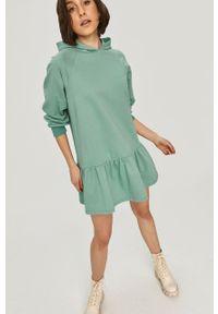 Miętowa sukienka Answear Lab gładkie, raglanowy rękaw, z kapturem