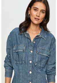 Levi's® - Levi's - Sukienka jeansowa. Okazja: na co dzień, na spotkanie biznesowe. Kolor: niebieski. Materiał: jeans. Długość rękawa: długi rękaw. Wzór: gładki. Typ sukienki: proste. Styl: biznesowy, casual