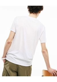 Lacoste - LACOSTE - Biały t-shirt z logo. Okazja: na co dzień. Kolor: biały. Materiał: jeans, bawełna. Styl: casual