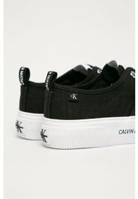 Czarne tenisówki Calvin Klein Jeans na sznurówki, z cholewką, z okrągłym noskiem, na obcasie