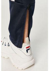 Niebieskie spodnie dresowe Reebok z nadrukiem