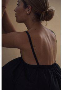 MUUV. - Sukienka Nzuri. Kolor: czarny. Materiał: bawełna, tkanina, guma. Długość rękawa: na ramiączkach. Wzór: gładki. Typ sukienki: rozkloszowane