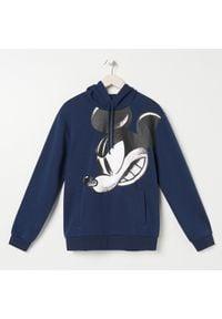 Sinsay - Bluza z kapturem Myszka Miki - Granatowy. Typ kołnierza: kaptur. Kolor: niebieski
