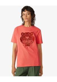Kenzo - KENZO - Luźny t-shirt z tygrysem. Kolor: czerwony. Materiał: bawełna, jeans. Wzór: nadruk, aplikacja