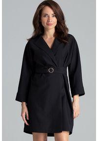 Lenitif - Sukienka typu żakiet z szerokim paskiem w talii czarna. Okazja: do pracy, na spotkanie biznesowe. Kolor: czarny. Styl: biznesowy, elegancki