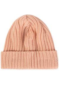 Różowa czapka zimowa New Era
