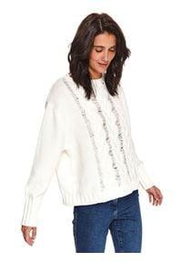 TOP SECRET - Sweter z warkoczami. Okazja: do pracy. Kolor: biały. Długość: długie. Wzór: aplikacja. Sezon: zima