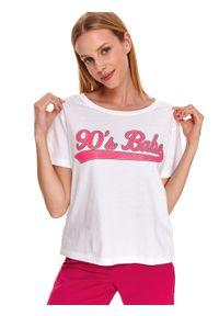 DRYWASH - Pudełkowy t-shirt z wypukłym napisem. Okazja: na co dzień. Kolor: biały. Materiał: bawełna. Długość rękawa: krótki rękaw. Długość: krótkie. Wzór: napisy. Sezon: jesień. Styl: casual
