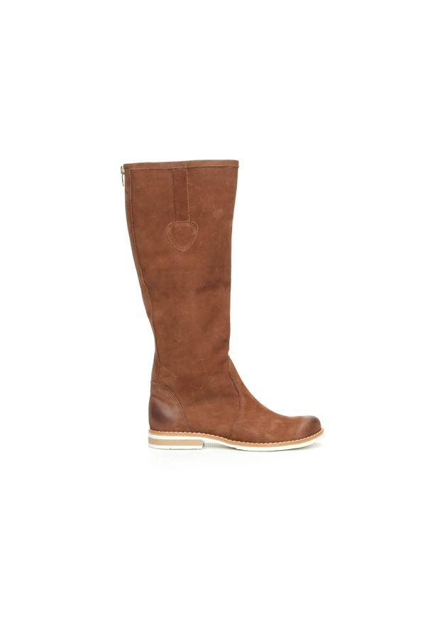 Zapato - kozaki - skóra naturalna - model 127 - kolor brązowy przecierka. Wysokość cholewki: przed kolano. Nosek buta: okrągły. Zapięcie: zamek. Kolor: brązowy. Materiał: skóra. Szerokość cholewki: normalna. Wzór: moro, aplikacja. Sezon: lato, jesień, wiosna, zima. Styl: sportowy, klasyczny, militarny