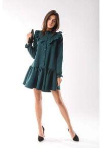 Nommo - Zielona Zwiewna Krótka Sukienka z Falbankami. Typ kołnierza: kołnierz z falbankami. Kolor: zielony. Materiał: wiskoza, poliester. Długość: mini