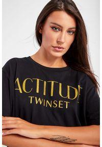 Twinset Milano - T-SHIRT MAXI TWINSET ACTITUDE. Długość: długie. Wzór: napisy