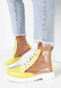 Żółte płaskie botki Born2be