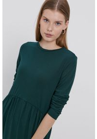 Jacqueline de Yong - Sukienka. Okazja: na co dzień. Kolor: zielony. Materiał: dzianina. Długość rękawa: długi rękaw. Wzór: gładki. Typ sukienki: proste. Styl: casual