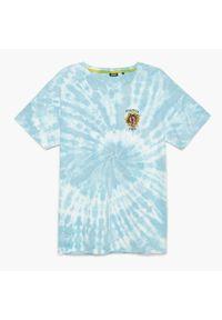 Cropp - Koszulka tie dye z napisem - Niebieski. Kolor: niebieski. Wzór: napisy