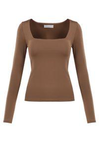 Born2be - Brązowa Bluzka Alexusi. Typ kołnierza: dekolt kwadratowy. Kolor: brązowy. Materiał: dzianina. Długość rękawa: długi rękaw. Długość: długie. Wzór: gładki. Styl: elegancki
