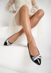 Renee - Czarne Balerinki Kiwifruit. Wysokość cholewki: przed kostkę. Kolor: czarny. Materiał: jeans, lakier. Szerokość cholewki: normalna. Wzór: gładki. Obcas: na obcasie. Wysokość obcasa: niski