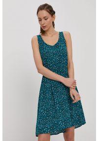 only - Only - Sukienka. Okazja: na co dzień. Kolor: zielony. Długość rękawa: na ramiączkach. Typ sukienki: proste. Styl: casual