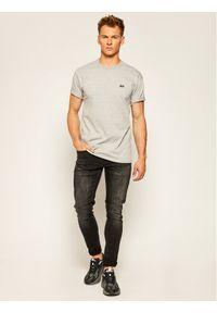 Vans T-Shirt Mn Off The Wall Cl VN0A49R7 Szary Regular Fit. Kolor: szary