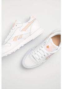 Białe buty sportowe Reebok Classic, na niskim obcasie, z cholewką, z okrągłym noskiem